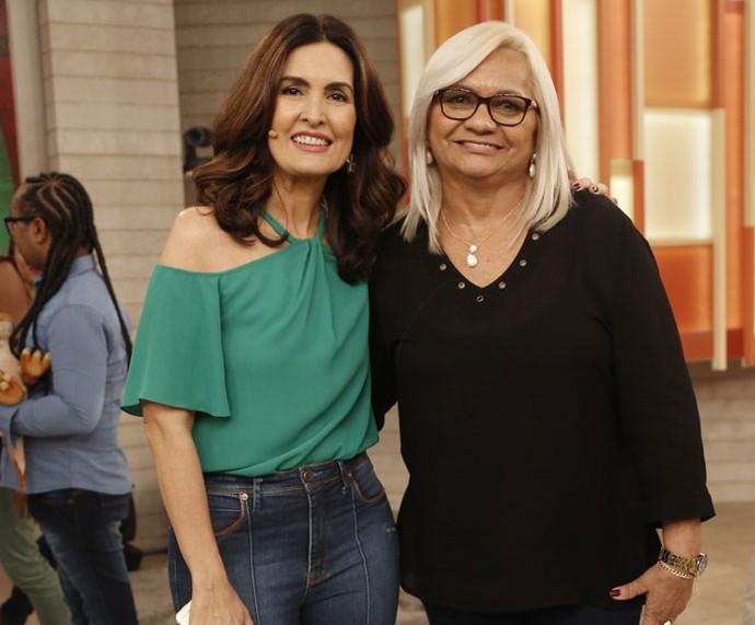 Convidada posa com a Fátima depois do programa  (Foto: Raphael Dias/Gshow)