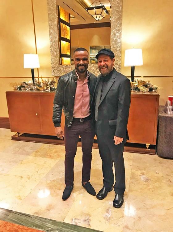 Bosco com Alexandre Pires no coquetel oferecido ao grande homenageado desta edição do Grammy Latino (Foto: Divulgação)