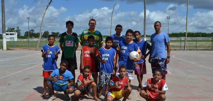 Professores e alunos da turma de futsal da manhã (Foto: Jota Rufino/GloboEsporte.com)
