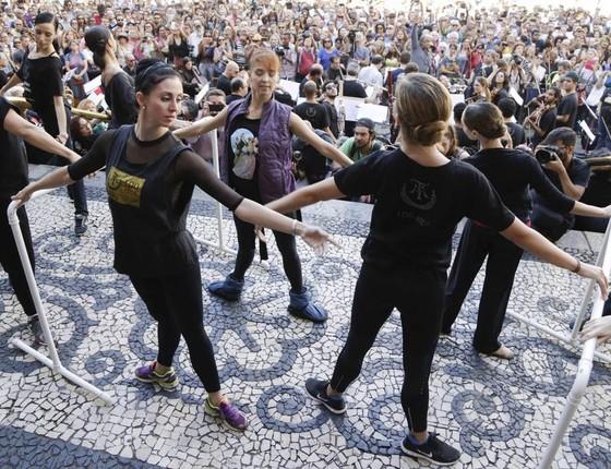 Segundo Ana, bailarinos e funcionários ainda não receberam o salário de março nem o décimo terceiro (Foto: Agência O Globo)