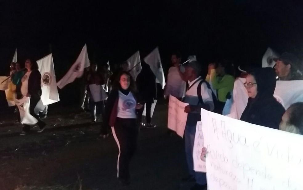 Atingidos por barragens fazem manifestação em rodovia de MG. (Foto: Movimento dos Atingidos por Barragens/Divulgação)