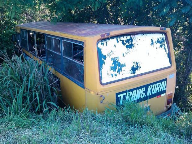 """Motorista do ônibus perdeu o controle em um trecho da rodovia PR-580, conhecido como """"curva do mato"""" (Foto: Rogério Pinheiro/RPC TV Umuarama)"""