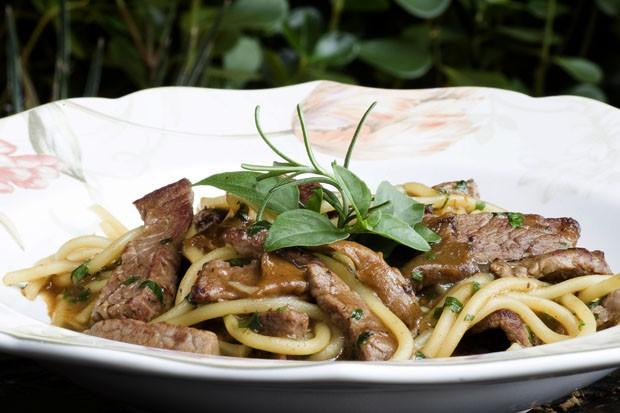 Receita de espaguete ao funghi e filé mignon  (Foto: Divulgação)