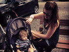 Nathalia Dill posta foto de Carolinie Figueiredo com o filho