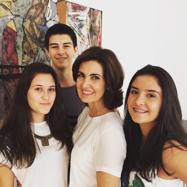 Fátima Bernardes com os filhos (Foto: Reprodução/Instagram)