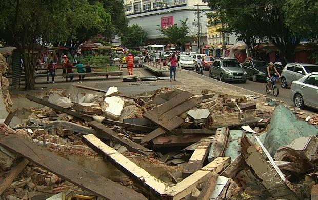 Retirada dos estabelecimentos faz parte do projeto de revitalização da capital (Foto: Jornal do Amazonas)