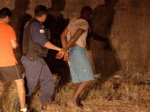 Assaltante preso em roubo a faculdade (Foto: Reprodução/TV Anhanguera)