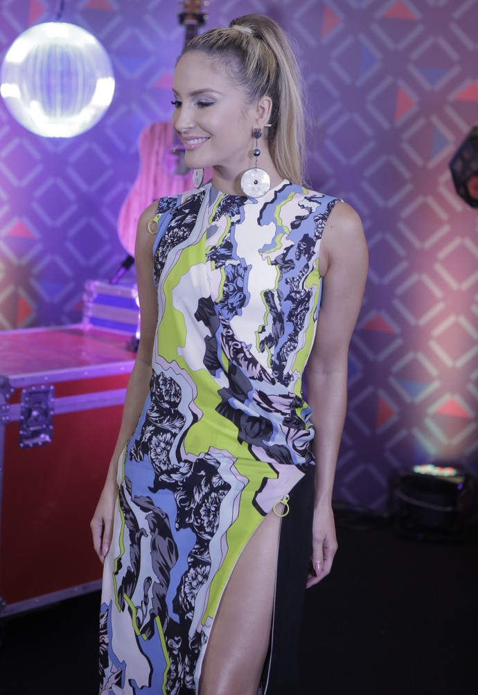 Claudia Leitte arrasa no look para a fase Remix (Foto: Artur Meninea/Gshow)