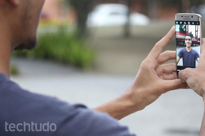 Com novos recursos para selfies, a câmera frontal do S6 é mais completa que a do S5 (Foto: Lucas Mendes/TechTudo)