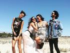 Thaila Ayala e Bruna Marquezine posam juntas rumo ao Coachella