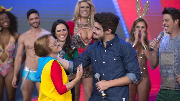"""Caio pagou prenda e teve que beijar a """"Tia Pepeca"""" (Foto: Samuel Kobayashi/Multishow)"""
