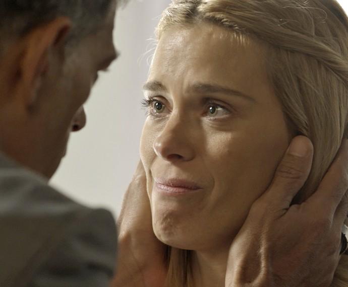 Lara diz que vai abrir o jogo para a família de Nelita (Foto: TV Globo)