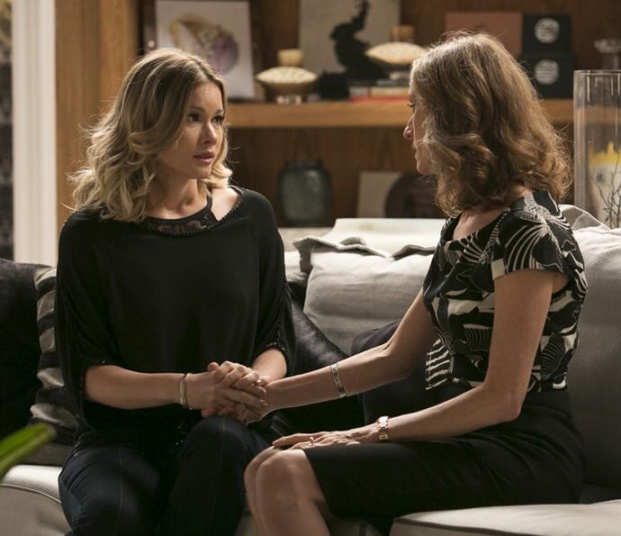 Jéssica conta a Vitória que Felipe terminou o noivado para ficar com Shirlei (Foto: Raphael Dias/Gshow)