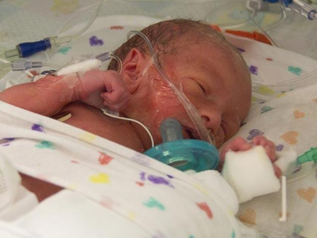 O bebê J.J Hales nasceu no acostamento de uma estrada próxima a Utah (Foto: AP)