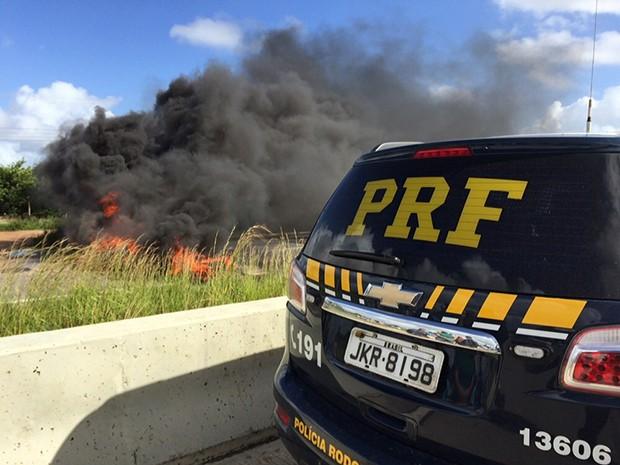 PRF está no local para tentar controlar a situação (Foto: Divulgação/Polícia Rodoviária Federal do RN)