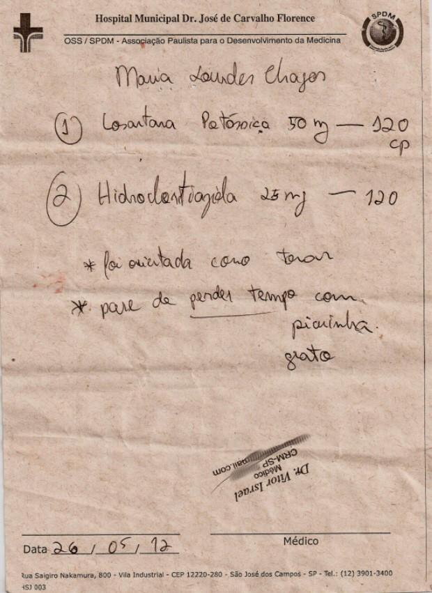 Receita enviada para a farmácia contém prescrição de remédios para controle de pressão e um recado para o farmacêutico (Foto: Foto: Arquivo Pessoal/ Bruna Chagas)