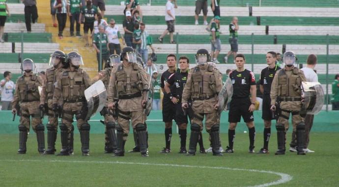 Arbitragem Chapecoense x Flamengo (Foto: Giba Pace Thomaz/Chapecoense)