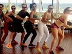 Juliana Paes, Deborah Secco e Carol Nakamura fazem aula de dança juntas
