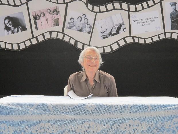 A sobrevivente Nanette Konig está com 85 anos e atualmente mora em São Paulo (Foto: Orion Pires/G1 Santos)