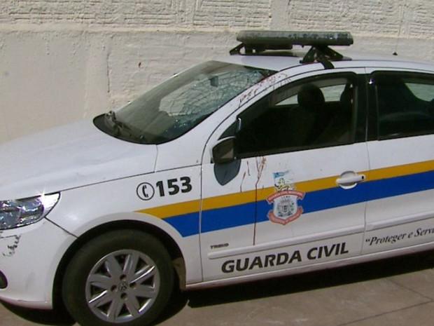 Viatura da Guarda Municipal após atropelamento de jovem de Leme (Foto: Reginaldo dos Santos/EPTV)