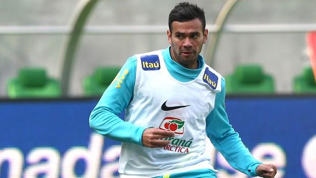 Leandro Castán no treino da seleção brasileira (Foto: Mowa Press)