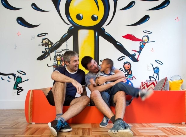 O quarto do Henrique, filho do Gilberto Scofield e Rodrigo Barbosa ganhou grafite assinado por Wark, artista de rua da Rocinha. Projeto da arquiteta Barbara Filgueiras (Foto: André Nazareth)