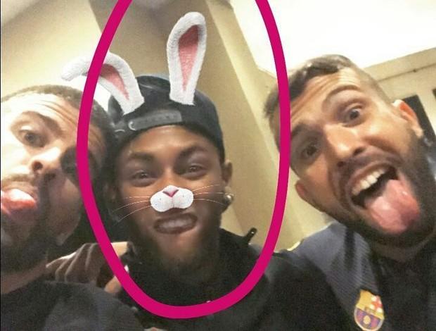 BLOG: Enquanto define seu futuro, Neymar se diverte com os companheiros de Barça