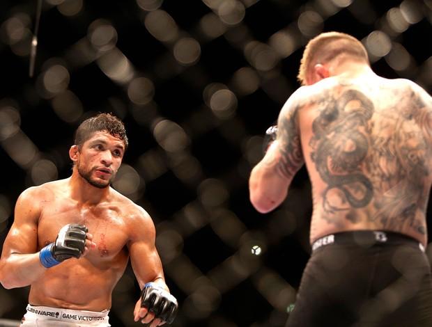 Maximo Blanco e Andy Ogle luta UFC em Berlim' (Foto: AFP)