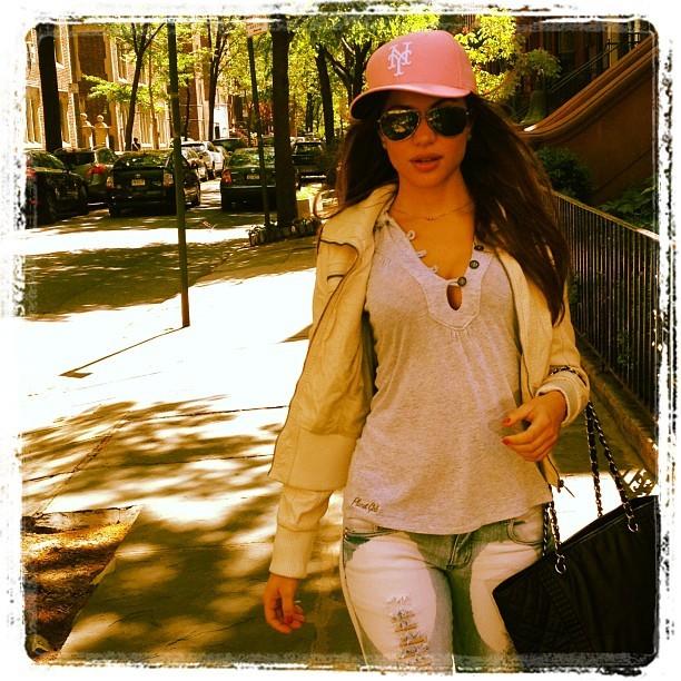 Maria Melilo andando pelas ruas de Nova York (Foto: Reprodução/Instagram)
