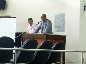 Advogado Fábio Hollanda fala na audiência de instrução da Operação Candeeiro (Foto: Ediana Miralha/Inter Tv Cabugi)