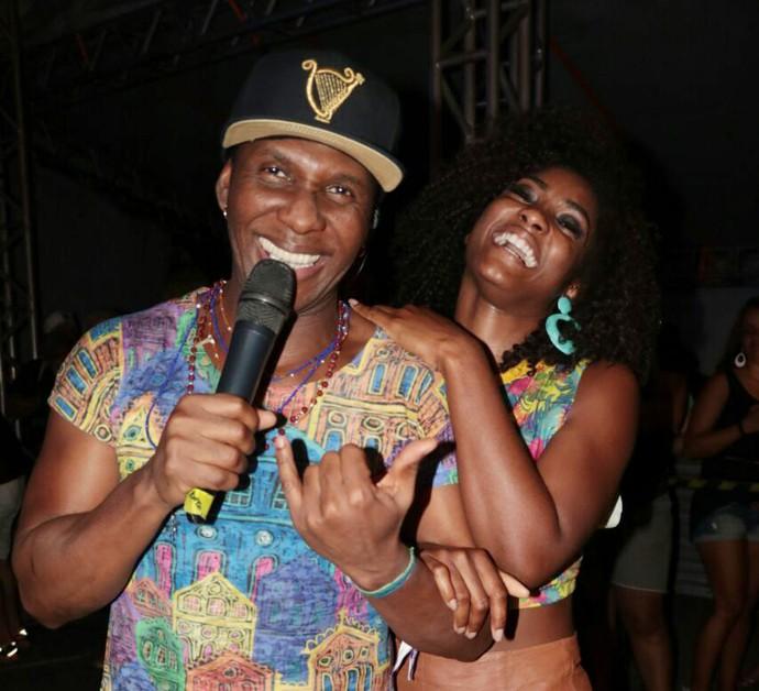 Que abundância, meu irmão! Só alegria com Érika Januza e Beto Jamaica. (Foto: Fred Pontes / Divulgação)