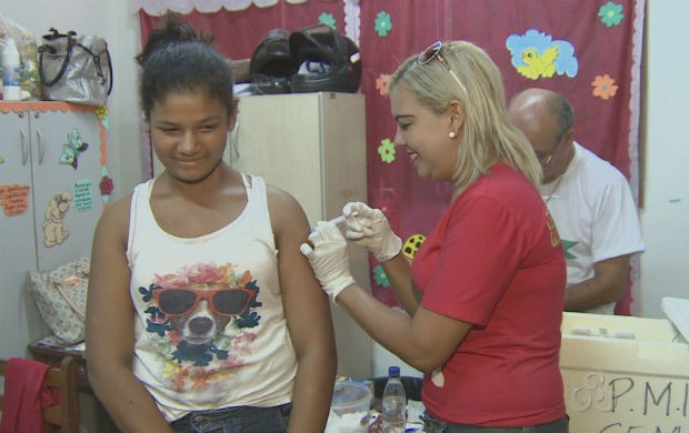 Vacinação na ação de saúde no bairro Brasil Novo (Foto: Reprodução/TV Amapá)