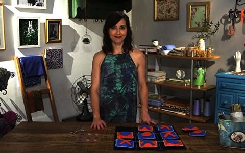 Blogueira ensina a fazer tabuleiro de jogo da velha gigante em tecido para brincar e decorar