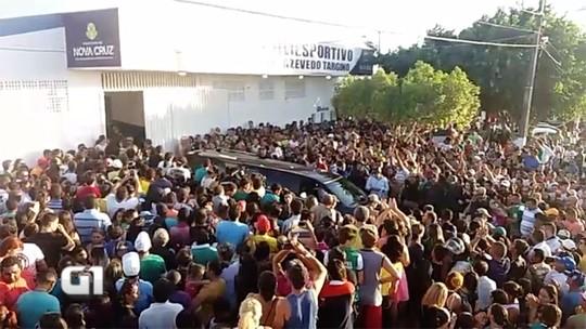 Sob aplausos, população dá adeus ao volante Gil em Nova Cruz, no RN