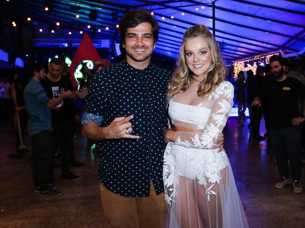 Bernardo Mesquita e Gabi Lopes em festa na Zona Norte do Rio (Foto: Manuela Scarpa/ Brazil News)