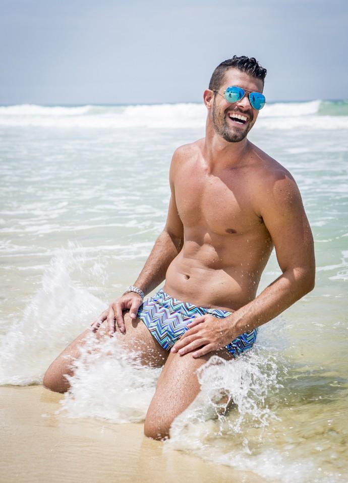 Treino também tem diversão! Borat se joga ao mar (Foto: Felipe Monteiro/Gshow)