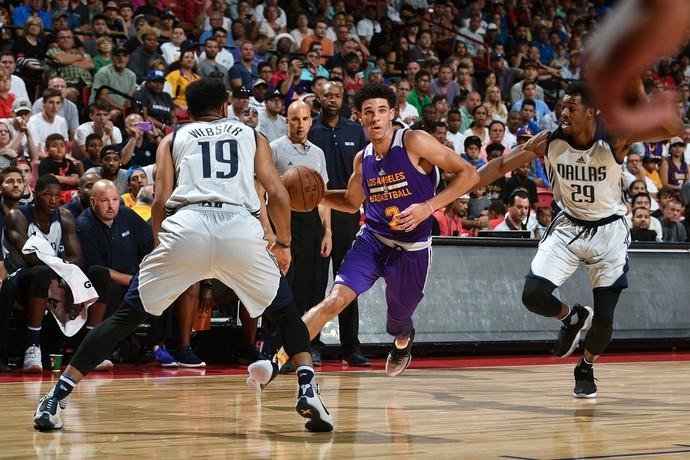 Lonzo Ball na semifinal da Liga de Verão entre Lakers e Mavs (Foto: Getty Images)