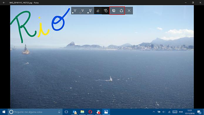 App de Fotos do Windows 10 permite salvar cópia da imagem ou compartilhar em redes sociais (Foto: Reprodução/Elson de Souza)