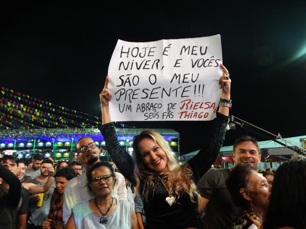 A professora Rielsa de Castro veio do Recife para ver a banda Fulô de Mandacaru (Foto: Joalline Nascimento/G1)