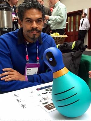 Alex Coelho, criador do robozinho Bóbi, na conferência Web Summit (Foto: Denise Sobrinho/G1)