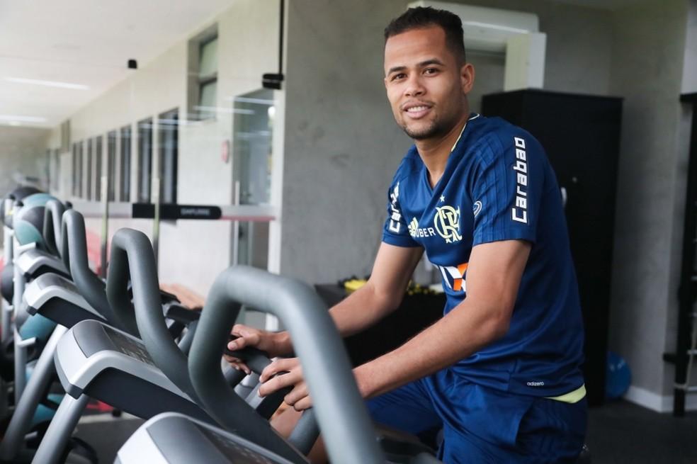 Atacante fica por um ano e meio no Flamengo (Foto: Gilvan de Souza/Flamengo)