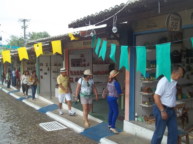 A Vila do Artesão tem 77 chalés onde artistas comercializam seus produtos (Foto: Rafael Melo/G1)