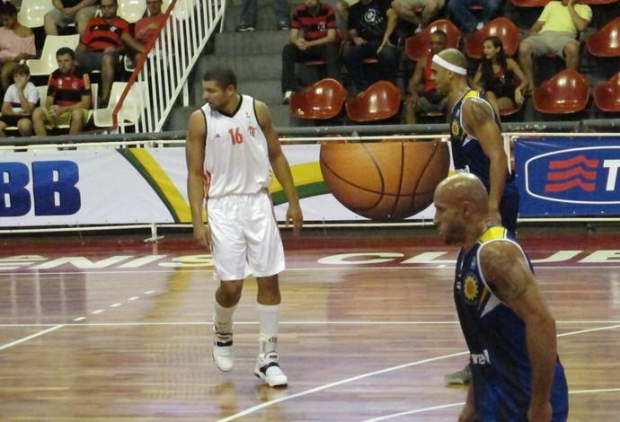 Olivinha, Jefferson e Caio Torres basquete Flamengo x São José (Foto: Fabio Leme)