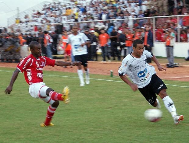 Airton foi titular do ABC contra o América-RN e deve ser mantido na equipe (Foto: Augusto Gomes/GLOBOESPORTE.COM)