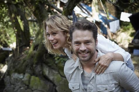 Mariana Ximenes com Jason Priestley (Foto: Divulgação)