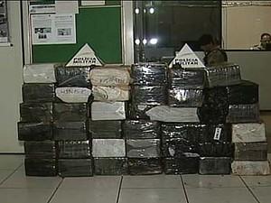 Motorista foge e carro com 670 kg de maconha é apreendido em Ituiutaba (Foto: Reprodução/TV Integração)