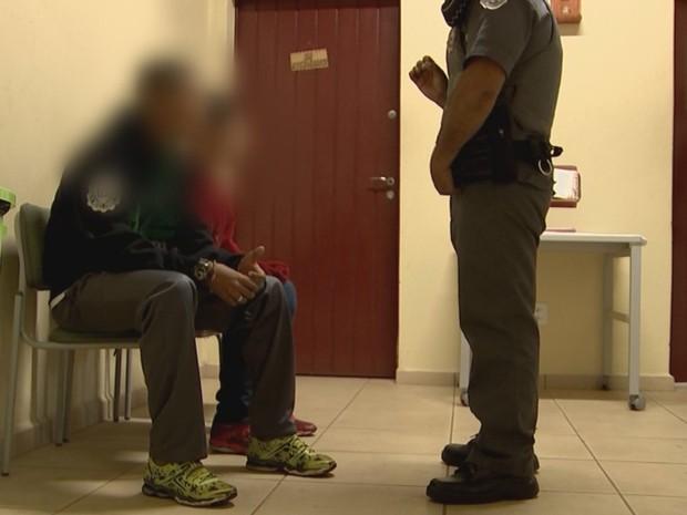 Menores foram levados para o fórum de Rio Preto (Foto: Reprodução / TV TEM)