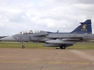 [Brasil] Governo negocia autorização do Senado para pagar caças suecos Gripen