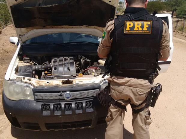 Empresa de laticínio suspeita de utilzar carro clonado (Foto: Divulgação/ PRF)
