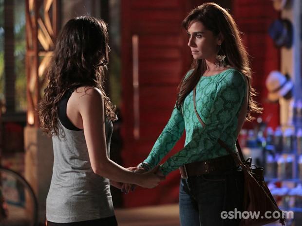Clara e Marina conversam e se declaram depois de confusão (Foto: Felipe Monteiro/ TV Globo)